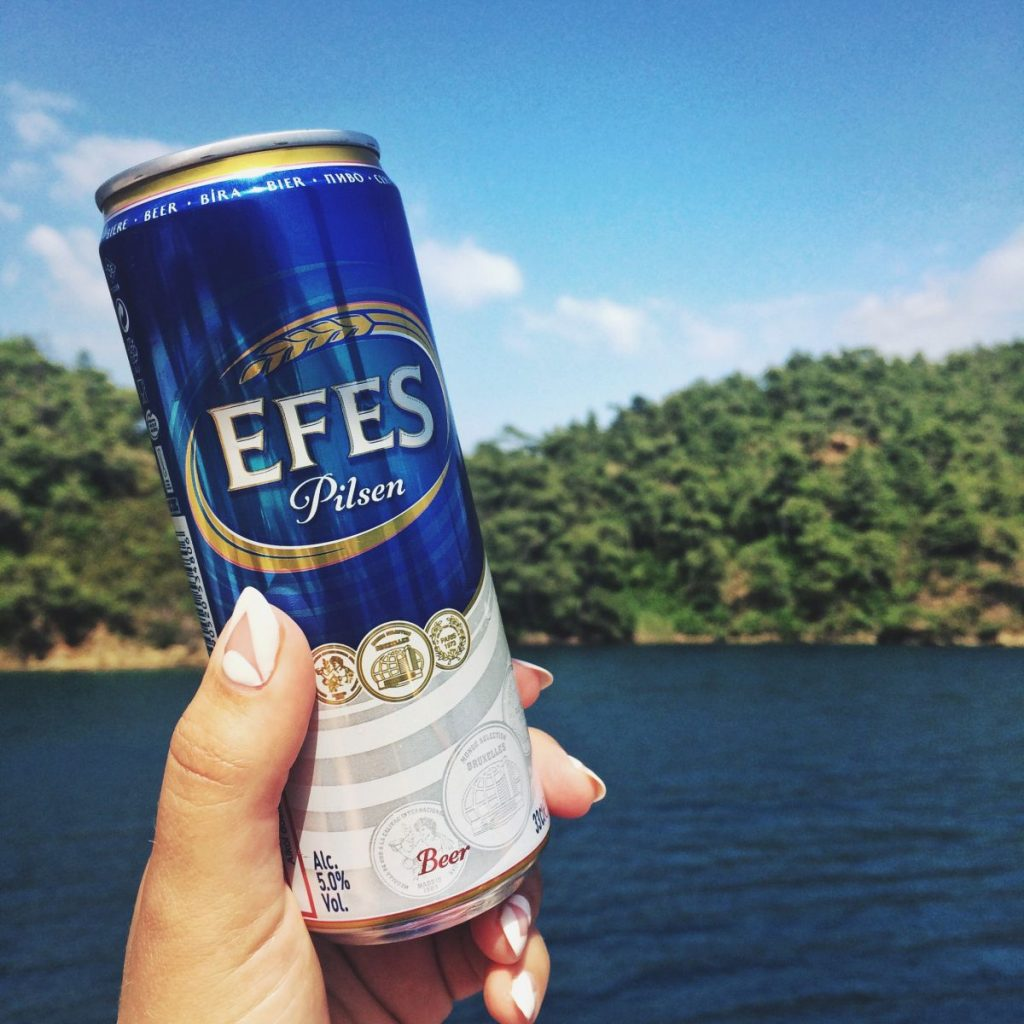 Efes beer Travel Blogger Nadia El Ferdaoussi Yoga Turkey