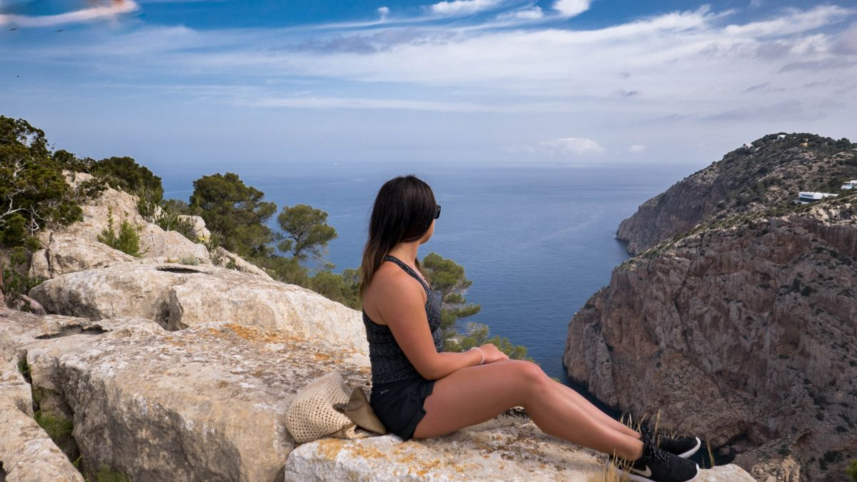 Nadia El Ferdaoussi thedailyself.me the daily s'elf travel blogger Essential Walking Ibiza