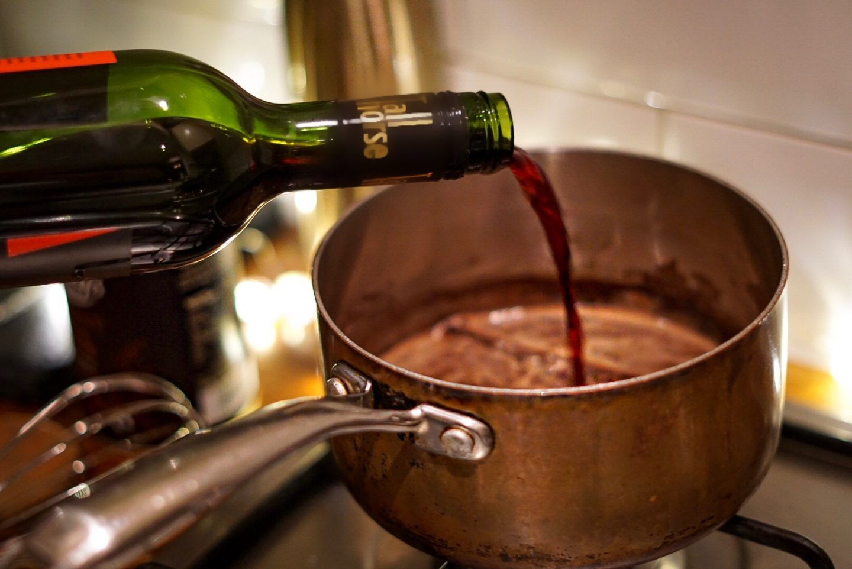 Red wine hot chocolate with cinnamon recipe