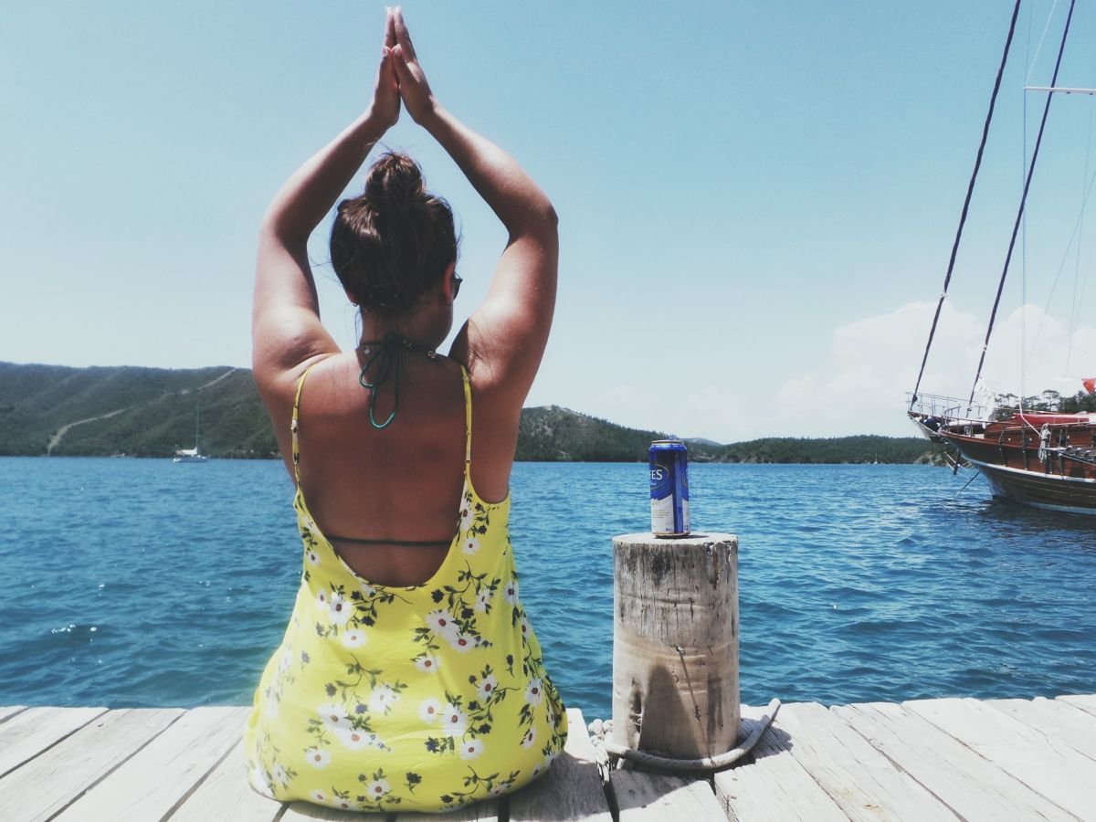 Travel Blogger Nadia El Ferdaoussi Yoga