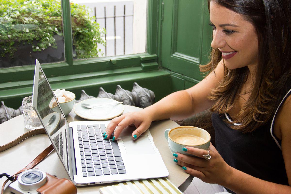 Nadia El Ferdaoussi Irish Blogger Freelance Journalist Travel Beauty Goss.ie WerkingGirl