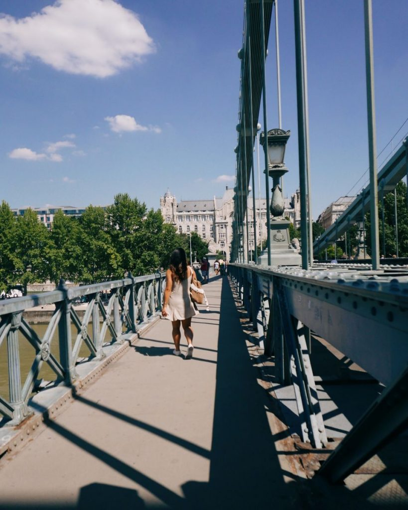 chain bridge Budapest Nadia El Ferdaoussi Travel Blogger Influencer Hungary