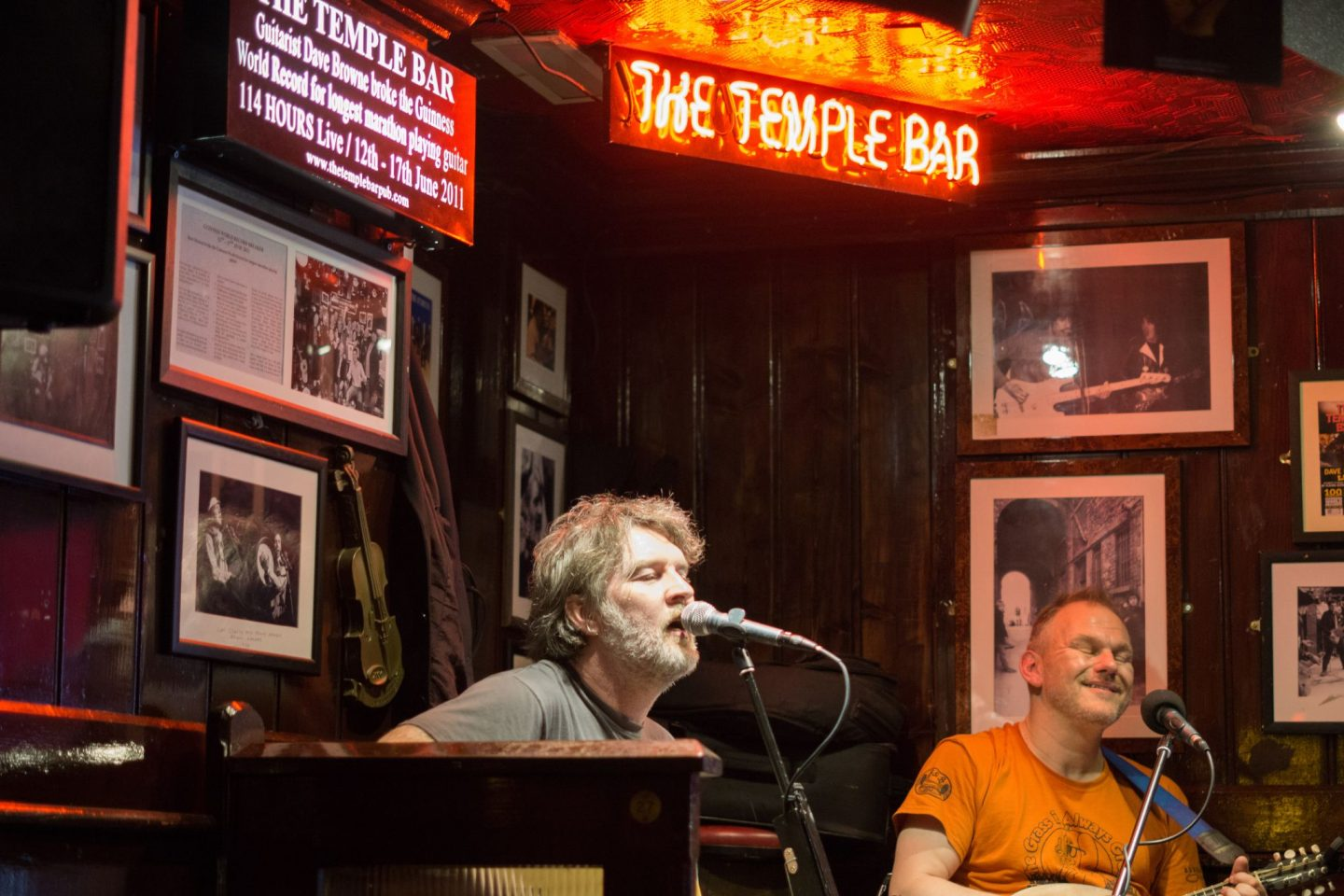 Staycation Tourist at Home Nadia El Ferdaoussi Things to do in Dublin Ireland Temple Bar Pubs