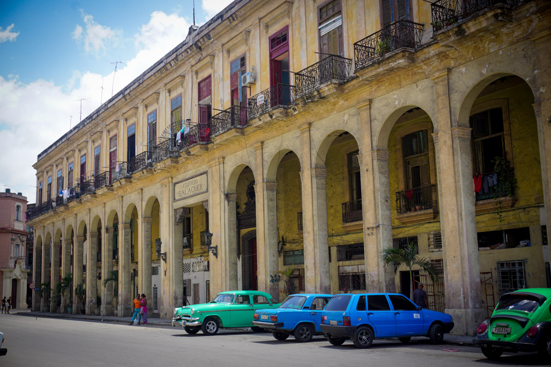 Classic cars and Cuban building in Havana